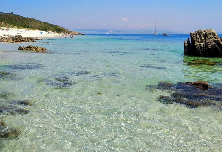 Aguas del mar en la Isla de Ons