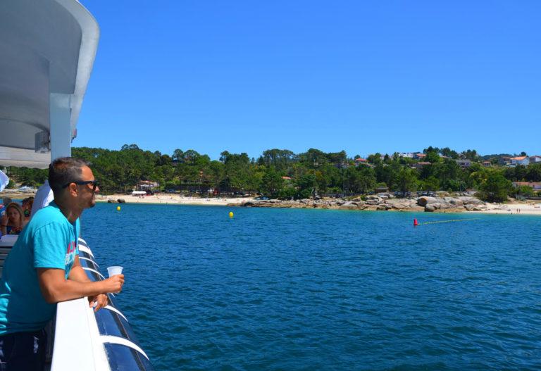 """Vista desde el catamarán de las playas de O Grove en la Ría de Arousa"""""""