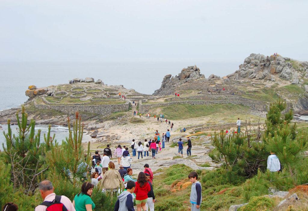 Vista panorámica de Castro Celta de Baroña en la Ruta por la ría de Arousa