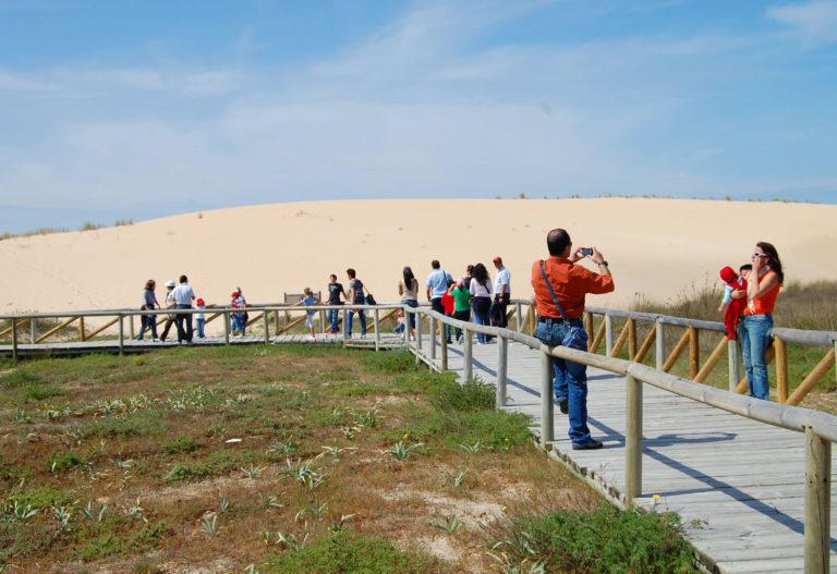 Camino hacia las dunas de Corrubedo en la Ruta por la ría de Arousa