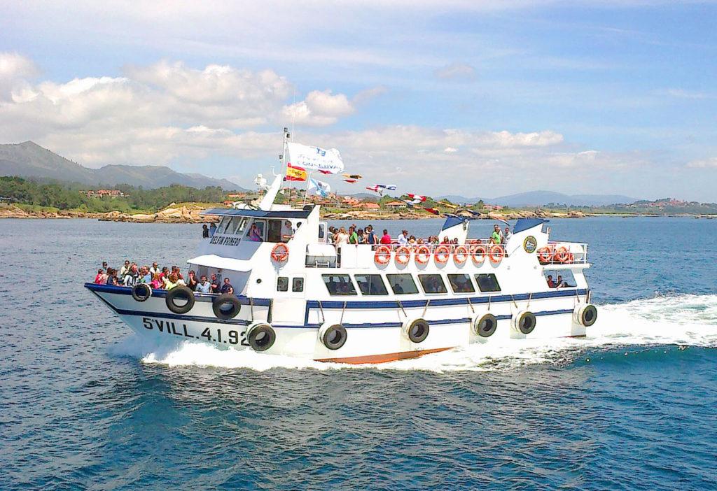 Catamarán Delfín Primero en crucero turístico por las Rías Baixas