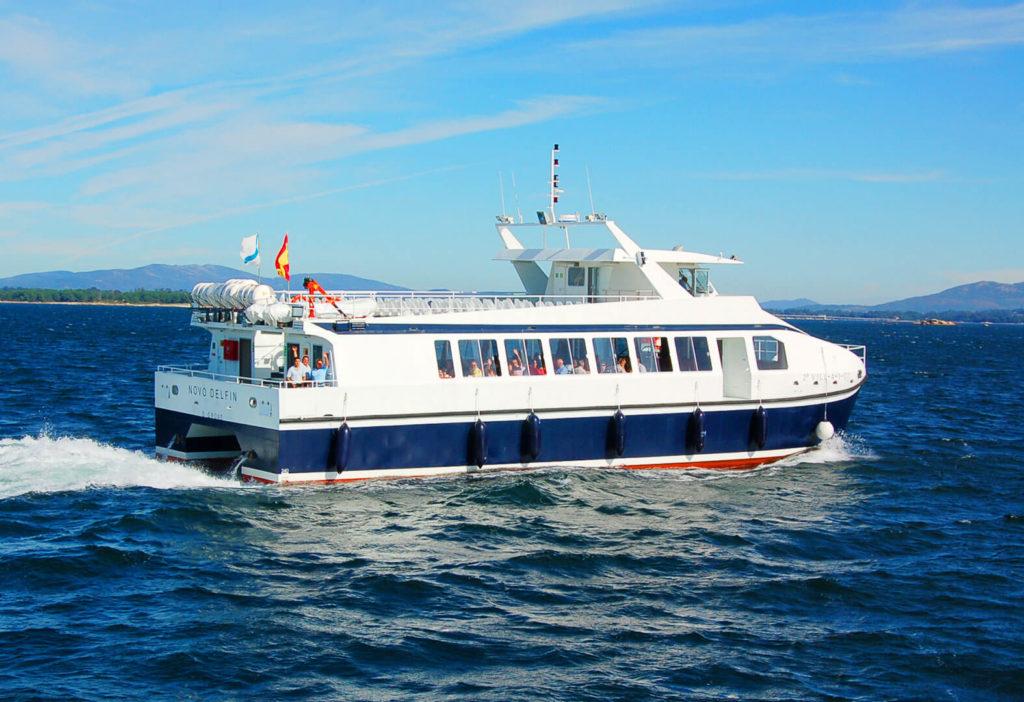 Catamarán Novo Delfín