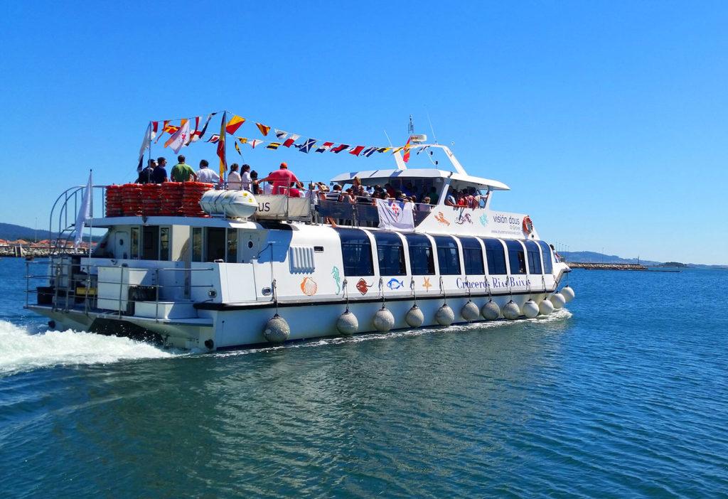 Catamarán Visión Dous en ruta turística