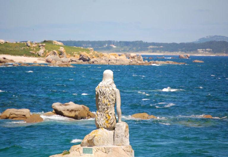 Estatua de la sirena Mariña en la Isla de Sálvora